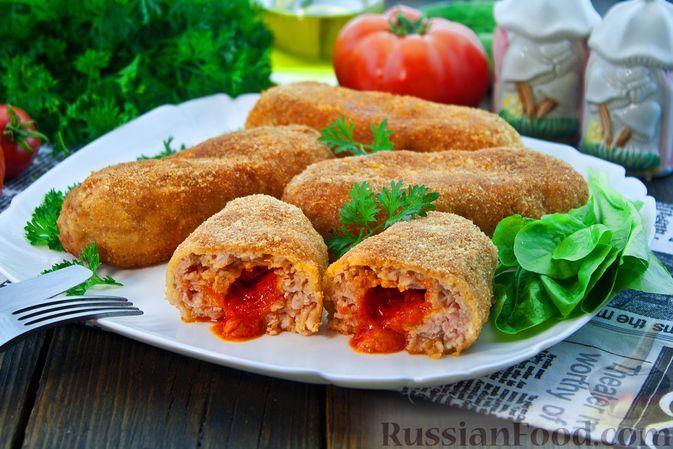 Фото к рецепту: Куриные котлеты с начинкой из томатного масла