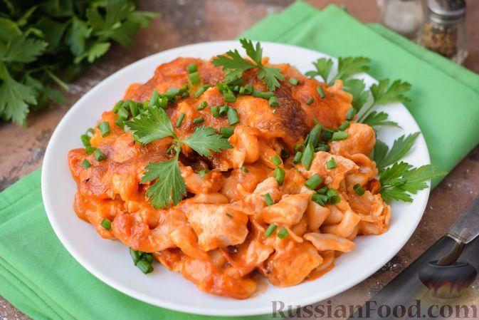 Фото к рецепту: Макароны с курицей в томатно-молочном соусе, запечённые с сыром