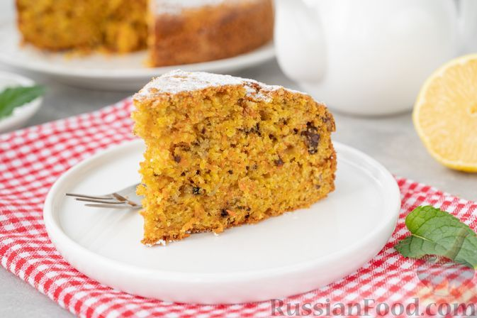 Фото к рецепту: Морковный пирог с грецкими орехами