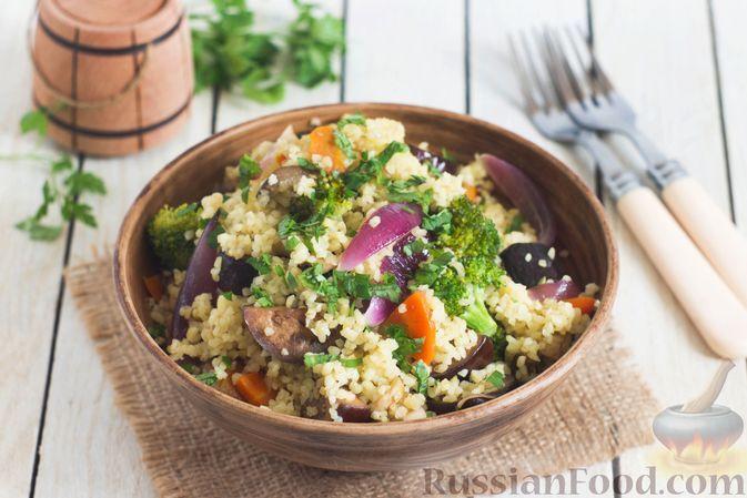 Фото к рецепту: Булгур с баклажанами, брокколи и грибами