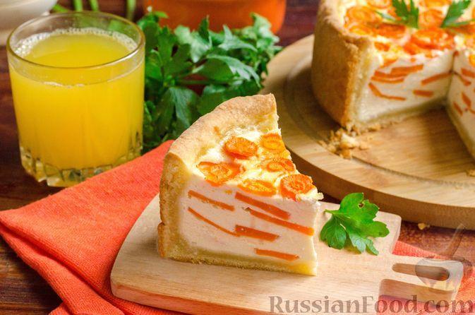 Фото к рецепту: Пирог с несладкой творожной начинкой и морковью (из песочного теста)
