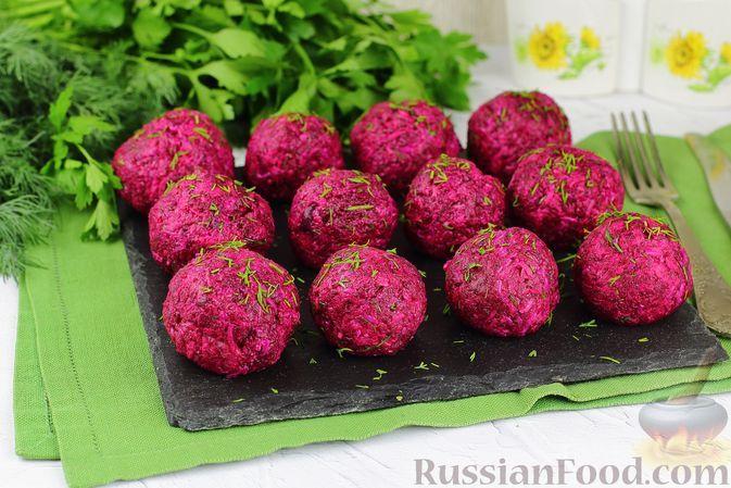 Фото к рецепту: Закусочные шарики из свёклы с сельдью, сыром и яйцами