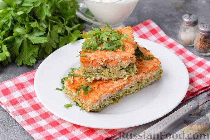 Фото к рецепту: Запеканка из куриного фарша с брокколи, морковью и луком