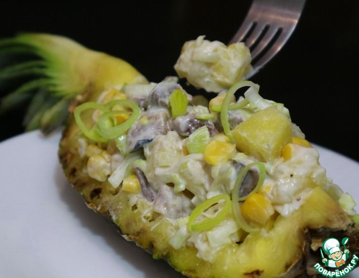 Рецепт: Нежный салат с селедкой и ананасом