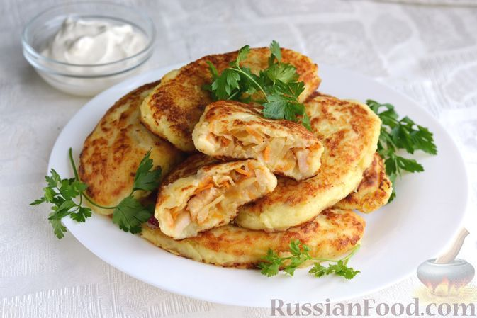 Фото к рецепту: Картофельные зразы с капустой и беконом