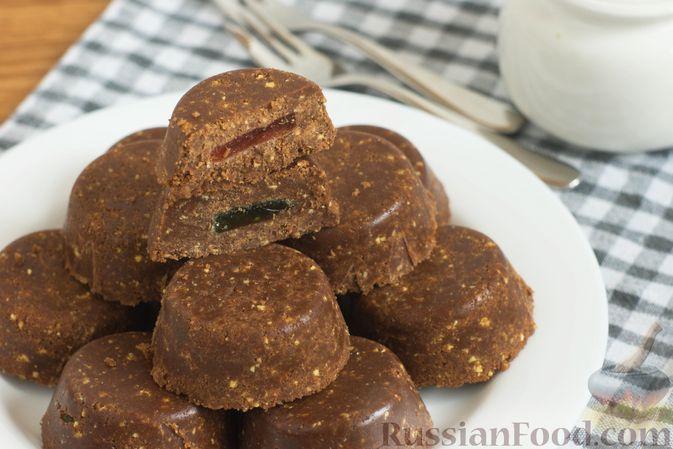 Фото к рецепту: Пирожные из печенья с кукурузными хлопьями, сгущёнкой и мармеладом (без выпечки)