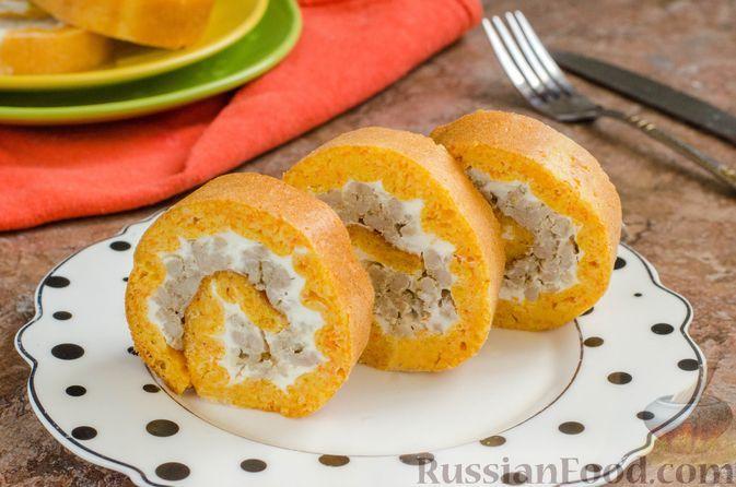 Фото к рецепту: Морковный рулет с мясным фаршем и сливочным сыром