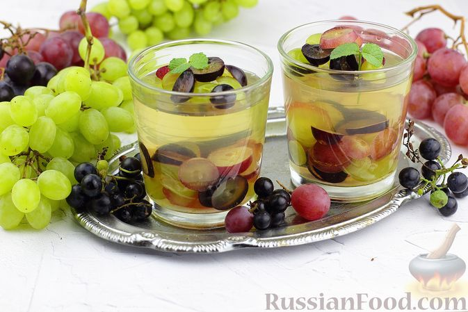 Фото к рецепту: Винное желе с виноградом