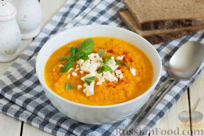 Фото к рецепту: Крем-суп из моркови, запечённой с луком, чесноком и имбирём