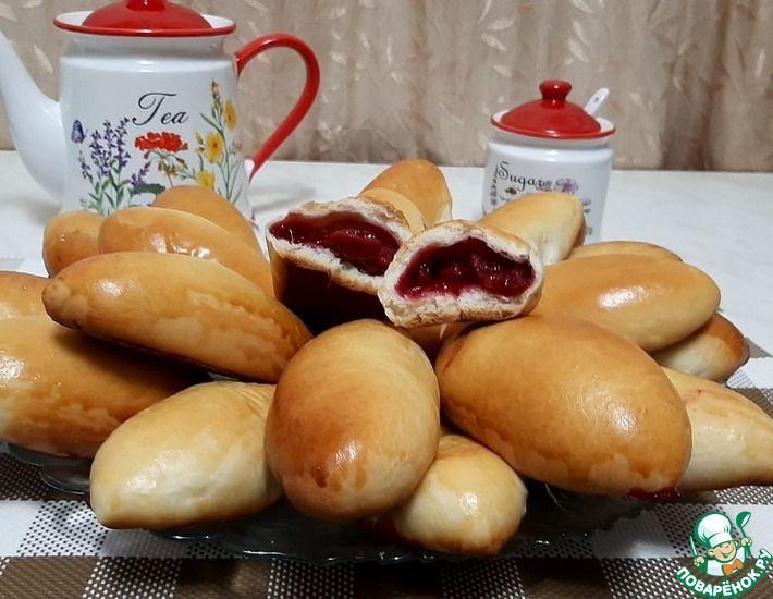Рецепт: Пирожки с яблоками и вишней