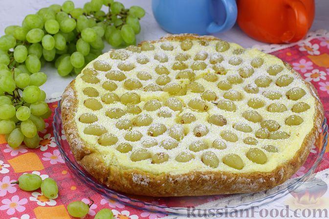 Фото к рецепту: Творожный пирог с виноградом