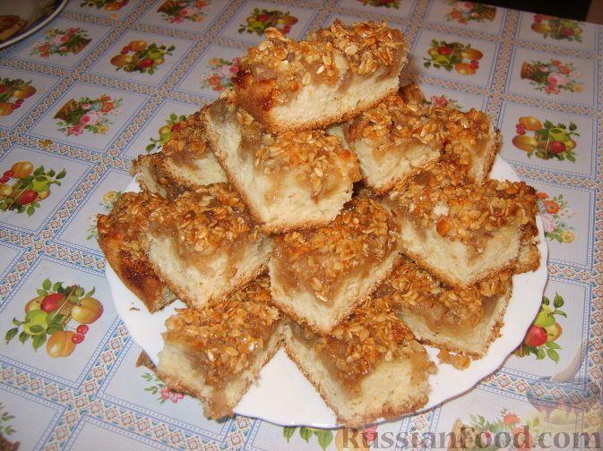Фото к рецепту: Пирог с яблоками и хрустящей овсяной крошкой