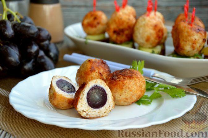 Фото к рецепту: Жареные куриные шарики с сыром и виноградом
