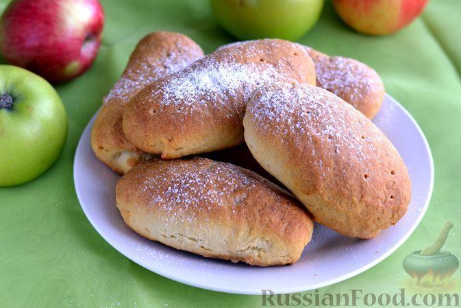 Фото к рецепту: Бездрожжевые пирожки на кефире, с яблоками (в духовке)