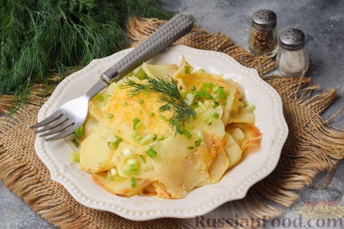 Фото к рецепту: Картофель, запечённый с луком, сливками и сыром в фольге