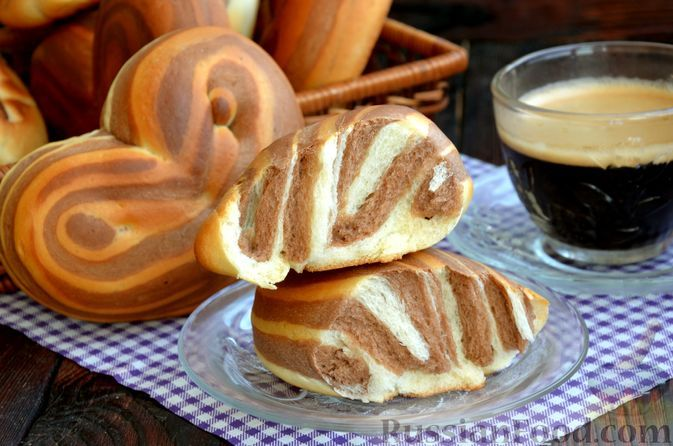 Фото к рецепту: Полосатые плюшки с какао