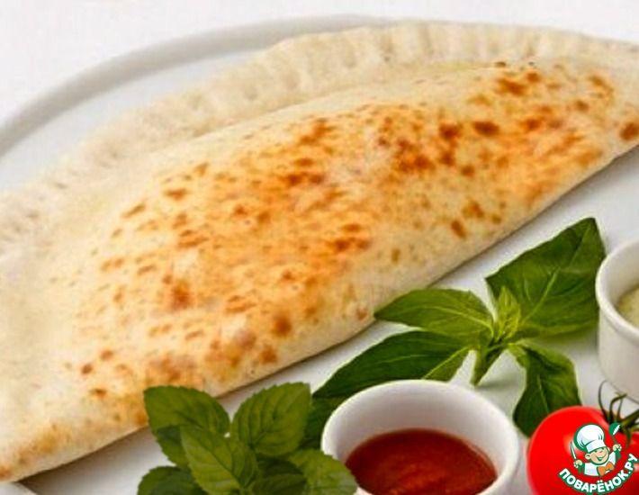 Рецепт: Кассоне с начинкой из творога, сыра и томата