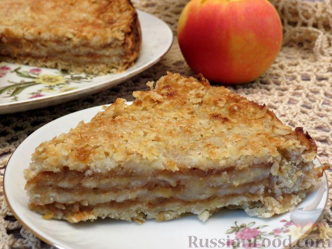 Фото к рецепту: Насыпной яблочный пирог с овсяными хлопьями