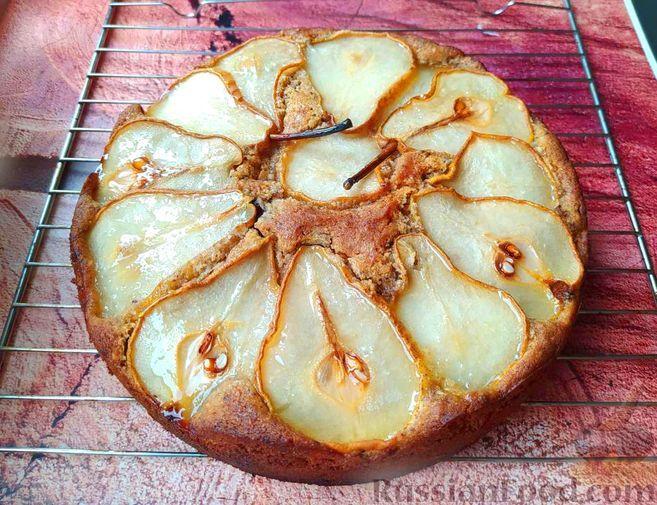 Фото к рецепту: Грушевый пирог с шоколадом и миндалём