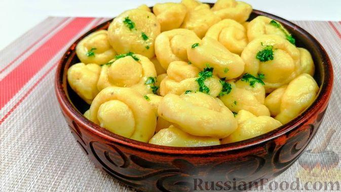 Фото к рецепту: Картофельные ленивые вареники-грибочки