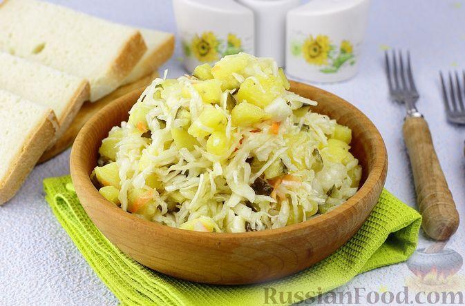 Фото к рецепту: Картофельный салат с квашеной капустой, маринованными огурцами и луком