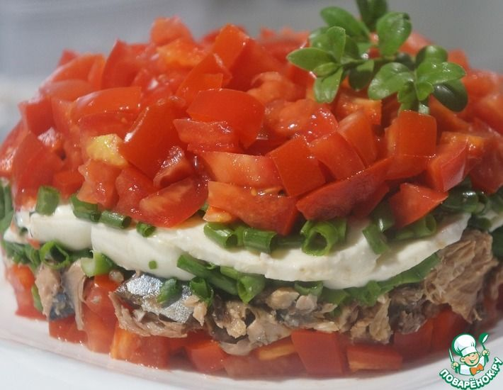 Рецепт: Салат со скумбрией и помидорами