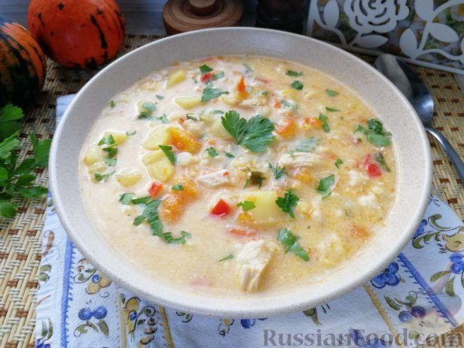 Фото к рецепту: Тыквенный суп с куриным филе, цветной капустой и плавленым сыром