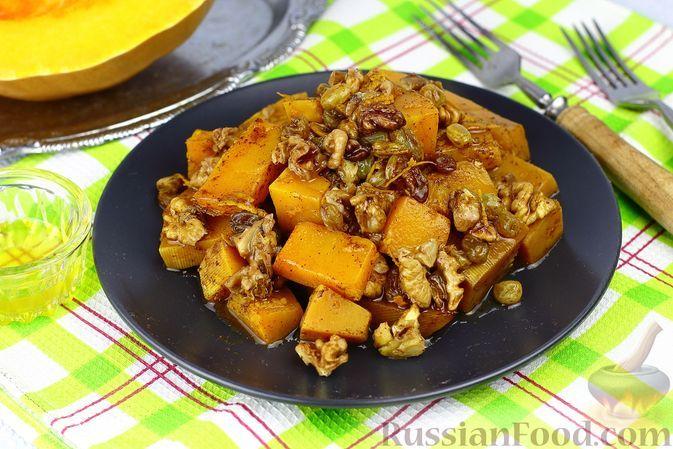 Фото к рецепту: Тыква, запечённая с орехами, изюмом, апельсином и пряностями
