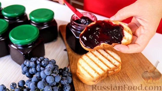 Фото к рецепту: Ароматный джем из винограда Изабелла