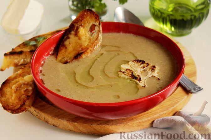 Фото к рецепту: Молочный суп-пюре из запечённой цветной капусты