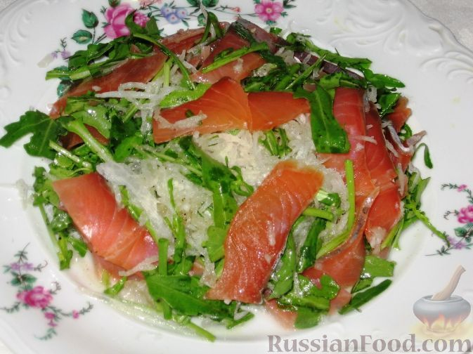 Фото к рецепту: Салат из семги и дайкона