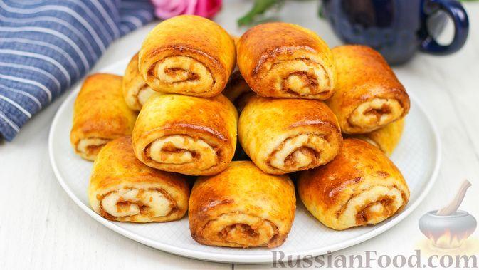Фото к рецепту: Творожные булочки с яблоками и корицей