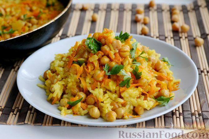 Фото к рецепту: Рис с нутом и морковью