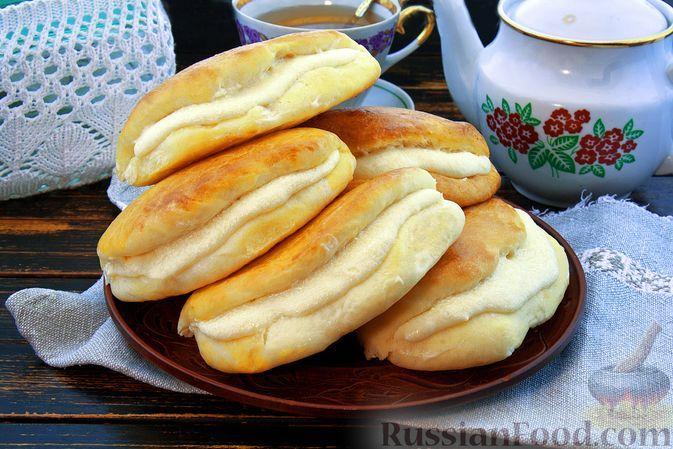Фото к рецепту: Сдобные дрожжевые сочники с масляно-заварным кремом