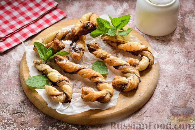 Фото к рецепту: Сладкие слойки-тросточки с какао