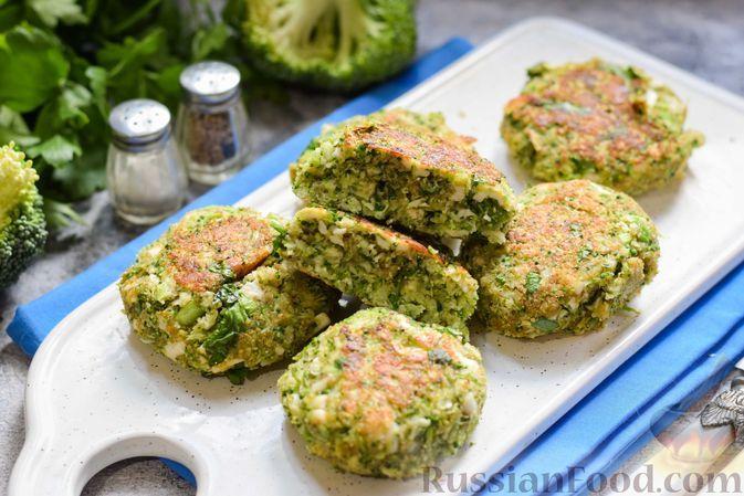 Фото к рецепту: Капустные котлеты из брокколи с плавленым сыром