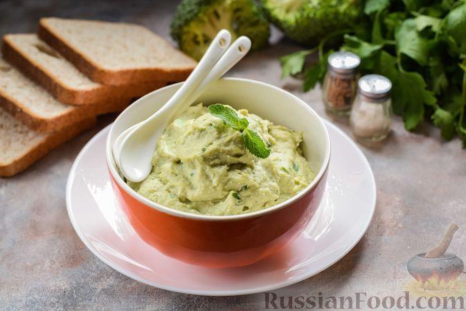 Фото к рецепту: Селедочный паштет с плавленым сыром, брокколи и яйцом