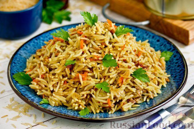Фото к рецепту: Рис с тушёнкой (на сковороде)