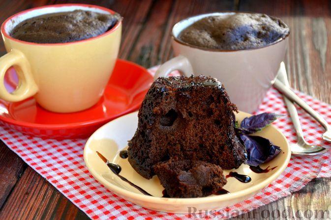 Фото к рецепту: Шоколадно-кофейный кекс в кружке (в микроволновке)