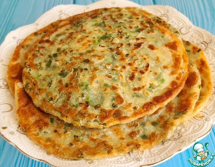 Рецепт: Каттама-слоеная лепешка с зеленым луком