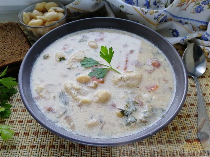 Фото к рецепту: Белый закарпатский суп с фасолью и манными клёцками