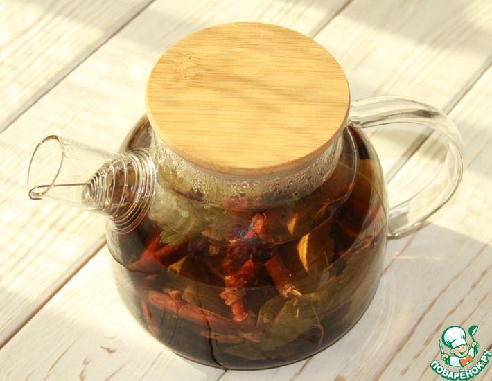 Рецепт: Смородиновый чай из веточек с ягодами