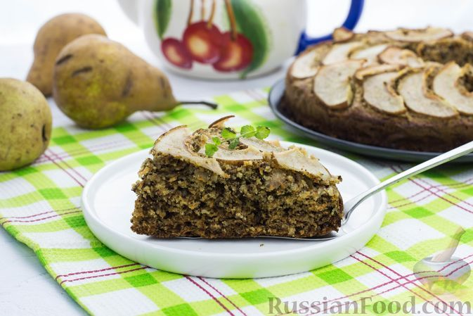 Фото к рецепту: Орехово-морковный пирог с грушами, на кукурузной и овсяной муке