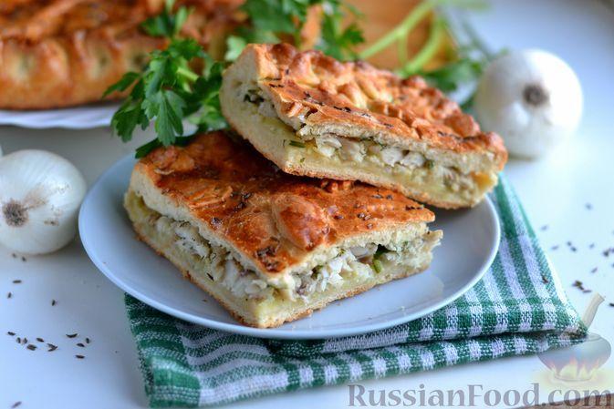 Фото к рецепту: Дрожжевой пирог с рыбой, луком и зеленью