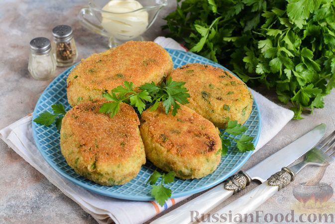 Фото к рецепту: Картофельные зразы с рыбой и варёным яйцом