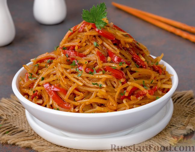 Фото к рецепту: Картофель, жаренный с перцем, чесноком и имбирём, по-китайски