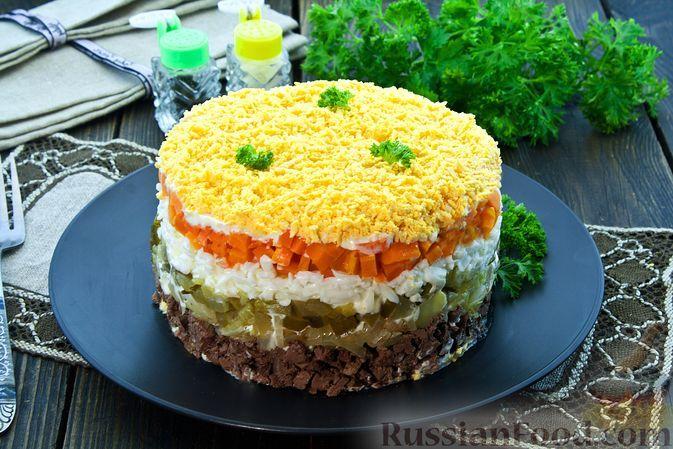 Фото к рецепту: Салат с куриной печенью, солёными огурцами, морковью и яйцами