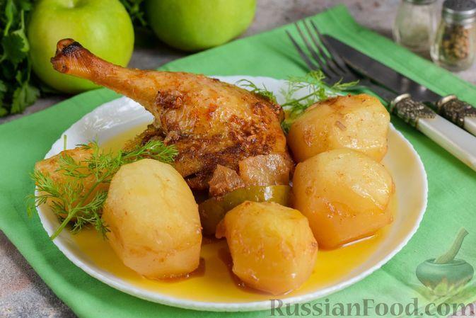 Фото к рецепту: Утиные окорочка в соево-медовом маринаде, запечённые с картофелем и яблоками