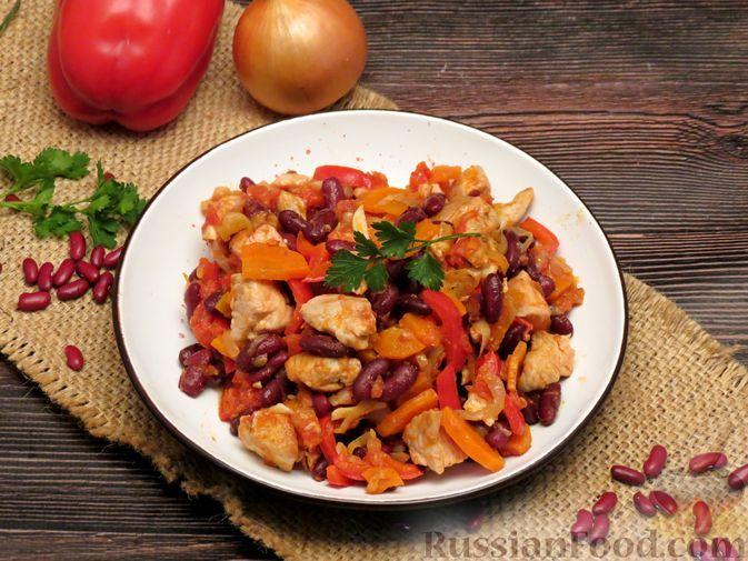 Фото к рецепту: Овощное рагу с курицей и консервированной фасолью