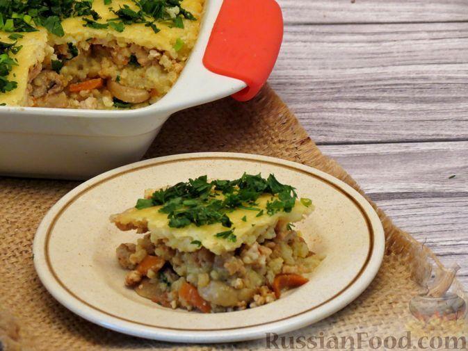 Фото к рецепту: Запеканка из пшённой каши с куриным фаршем и грибами